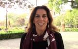 """La cantante sevillana Consuelo dedica unas palabras a Andalucía para definirla como sinónimo de """"tecnología, cultura, arte e innovación"""" así como una tierra de """"gente joven que se busca su camino, que estudia y que se esfuerza"""". La intérprete también pone en valor el carácter de los andaluces, """"buena gente que se ríe y que siempre encuentra un rato para estar con sus amigos"""". Por último, Consuelo recuerda que Andalucía y sus ciudadanos trabajan para """"enseñarle a los de fuera qué es todo esto y lo equivocados que están algunos de lo que es""""."""