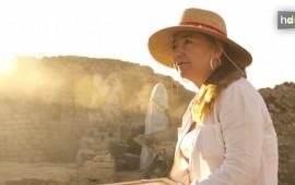 Esta arqueóloga y egiptóloga nacida en Sevilla dirige desde 2008 las excavaciones del templo funerario de Tutmosis III, el faraón que llevó el esplendor al Antiguo Egipto en el siglo XV antes de Cristo. Myriam Seco llegó sin trabajo a El Cairo en 1998. Era una joven historiadora movida entonces por su pasión por la civilización egipcia. Hoy dirige uno de los proyectos de Arqueología más importantes de ese país.