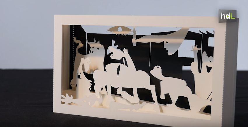 Jaime y Marta son dos arquitectos andaluces que tras quedarse en paro decidieron apostar por revolucionar la oferta de recuerdos y souvenirs para turistas y visitantes de museos. Su proyecto se llama Tuki&Co. Con esa firma, realizan reproducciones en papel y en pequeñas dimensiones de ciudades, monumentos y obras de arte. Sus artículos están a la venta ya en algunos de los principales museos de España.