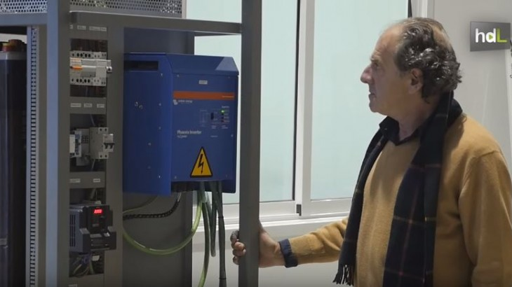 Ya existe un prototipo y se llama Genesys. Es una máquina que, según afirman desde la empresa Energeed Inc., permite ahorrar el 80 % de consumo eléctrico y reducir en un 70 el importe de la factura de la luz. Su creador, un ingeniero sevillano, asegura haber rechazado ofertas millonarias de grandes empresas por la patente. Su intención es que llegue a toda la población.