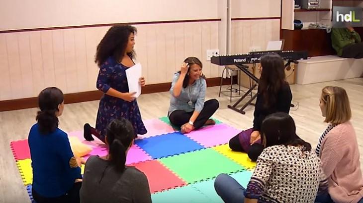 Fomentar la conexión entre la madre y su hijo a través de la música y desde que el bebé se está gestando. Es el objetivo del canto prenatal, una actividad que la iniciativa Gorgoritos desarrolla en Granada a través de pequeños talleres. El canto prenatal proporciona beneficios emocionales y físicos.