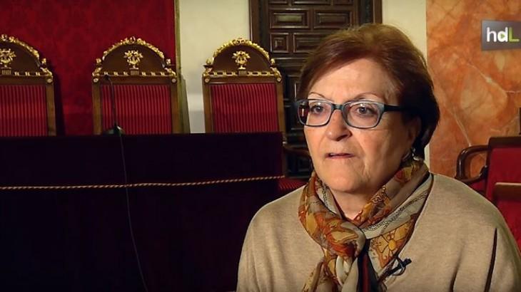 Estudió Derecho en Granada, doctorándose en 1965. La granadina Elisa Pérez Vera es especialista en Derecho Internacional y participó en los años setenta en varios comités internacionales. Se convirtió en 1982 en la primera rectora de una universidad española, al ser elegida para ese cargo en la Universidad Nacional de Educación a Distancia. Durante 11 años ha sido magistrada del Tribunal Constitucional.
