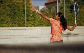 Cinco años es lo que ha tardado la joven almeriense María Dolores López en pasar de dar pelotazos contra un muro a convertirse en la primera jugadora de tenis española que logra el título de Roland Garros sub 13. Su primera raqueta se la regaló su abuela por su cumpleaños. La misma que poco después, cuando abrieron la Escuela Municipal de Tenis de Los Molinos, en su barrio, le dio 30 euros para que se apuntase a las clases.  Desde entonces su carrera ha sido meteórica. Cuenta con dos subcampeonatos de España y dos de Andalucía. Además ha estado jugando en varias ocasiones con la Selección Española de Tenis Alevín. Su sueño es ser número uno mundial y para ello cuenta con su mejor arma: una derecha letal.