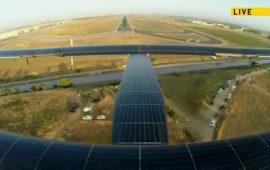 Aterrizaje en el aeropuerto de Sevilla del Solar Impulse II, primer avión solar en cruzar el Atlántico. Tras despegar desde el aeropuerto JFK de Nueva York el martes 20 de junio a las 08:30 (hora española), el avión tocaba tierra a las 07:39 del jueves 23 de junio. El proyecto pretende reivindicar que las energías renovables pueden alimentar al mundo.