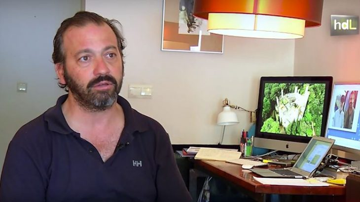 Llegó a Málaga con 5 años porque a su padre lo fichó el Málaga Club de Fútbol. Desde entonces Tate Aráez, como se le conoce, ha vivido en Andalucía. Comenzó siendo buzo profesional, pero ha acabado dedicándose a la localización para cine y televisión. Ha participado en las temporadas 5 y 6 de la serie Juego de Tronos, que ha rodado en lugares como el Alcázar de Sevilla o La Alcazaba de Almería. También buscó localizaciones con el director Ridley Scott para su película 'Exodus'.
