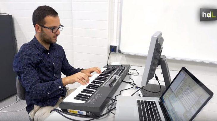 Un equipo de investigadores de la Universidad de Jaén ha creado una spin-off para comercializar un software que permite crear partituras musicales digitales. El software se llama Beatik y permite a los intérpretes seguir una composición sin tener que pasar la página, incorporar anotaciones mientras estudian e incluso compartirlas con otros. La idea surgió cuando investigaban otros usos tecnológicos aplicados a la música.