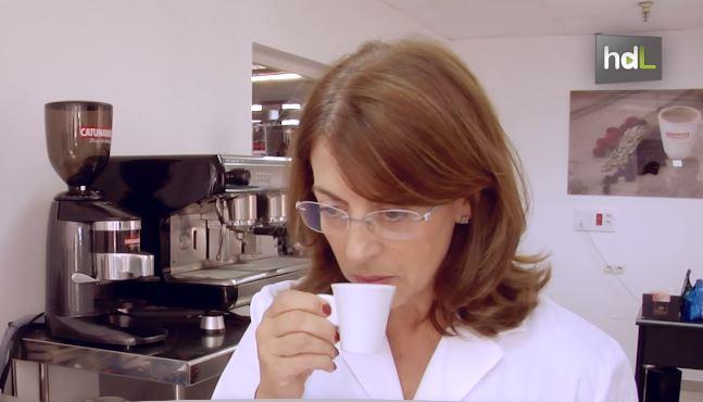 Concha Borrás, nació en Ceuta, pero se ha criado en Sevilla. Dirige, junto a sus hermanos, Catunambú, fábrica de cafés de Andalucía. Una empresa señera de la que su familia se hizo cargo hace más de 30 años y que tiene su origen en 1897. Cuando la familia llegó a la empresa, esta solo vendía por la zona de Sevilla y Cádiz, pero se embarcaron en la aventura de la exportación y hoy su café llega a todo el mundo. Estudió Historia de América en la Universidad de Sevilla pero su amor por el café le hizo convertirse en la encargada de elaborar las fórmulas que comercializa su marca.