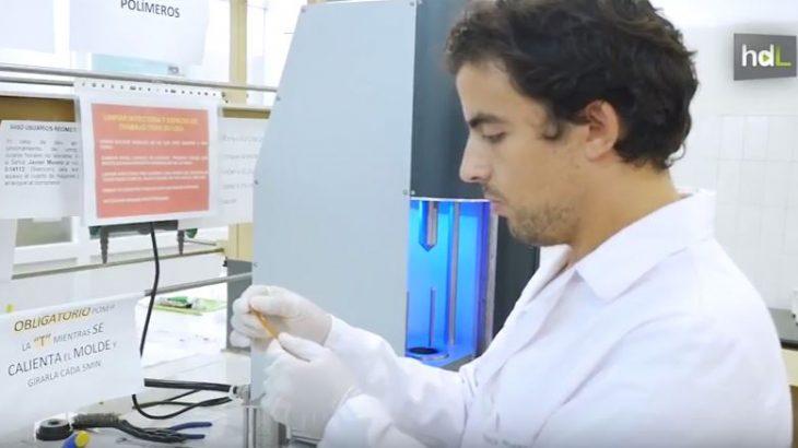 Plástico biodegradable a partir de desechos del guisante. Es un proyecto del Grupo de Investigación de Tecnología y Diseño de Productos Multicomponentes de la Universidad de Sevilla. Los científicos aprovechan la gran cantidad de proteínas existentes en las vainas del guisante que se desechan en la industria. Al procesarlas, obtienen un plástico similar al polietileno pero biodegradable. Este material ecológico podría tener en el futuro aplicaciones en la industria del envasado, en cosmética, farmacia e incluso en alimentación con forma de estabilizante.