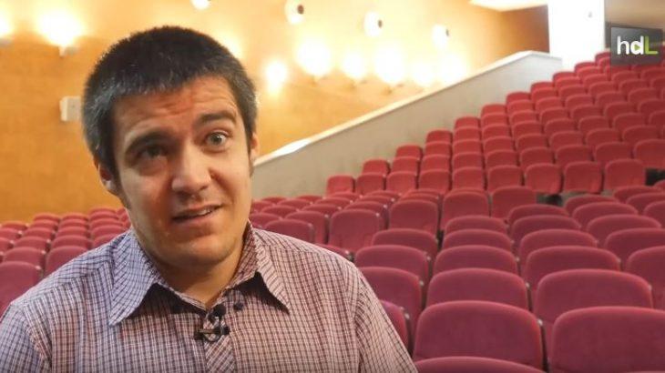Juanma Nogales es especialista de efectos visuales y un referente en el panorama del cine en España. Cuenta con un Premio Gaudí, tres candidaturas a los premios Goya y Ariel, y una larga trayectoria junto a grandes directores. Sevillano, enamorado del séptimo arte, estudió Comunicación Audiovisual en la Facultad de Comunicación de Sevilla, trabajó como actor de doblaje hasta que su curiosidad por los 'trucos visuales' le llevó hasta el mundo del cine. En 2008 creó su propia empresa, Twin Pines, que crea animaciones para producciones de todo el mundo.