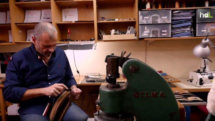 Jacobo Ramírez tiene un pequeño taller artesano en La Carolina, donde convirtió en empresa su afición: trabajar la piel. En 2008 un cliente le encargó una correa para el reloj, la mostró en internet y se especializó en el diseño y elaboración de este elemento. Los diseños de Jacobstraps están presentes en 70 países de todo el mundo a través de marcas de relojes tan prestigiosas como Omega, Rolex o Crepas y de más de 1.700 clientes para los que realiza trabajos personalizados.