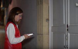 Una empresa de seguridad almeriense ha creado OpenApp, una aplicación con la que podemos olvidarnos de las llaves, puesto que abre puertas con el móvil. Además, permite mandar invitaciones a terceras personas para que puedan acceder a las dependencias, e incluso el usuario puede abrirlas desde cualquier rincón del mundo con acceso a internet. La aplicación, que está pensada para personas individuales, comunidades de vecinos, empresas o grandes corporaciones, crea un fichero que registra los accesos a las diferentes dependencias otorgando mayor seguridad.