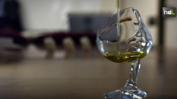 Un equipo de investigación de la Universidad de Jaén ha trabajado en el diseño de utensilios de cata de aceite de oliva virgen extra, AOVE, para acercar este producto al gran público. Con este trabajo ha desarrollado la idea de una empresa, Elaia Zait, que detectó que no existían en el mercado utensilios de menaje específicos para que el público no profesional pueda apreciar las propiedades sensoriales de los AOVE.
