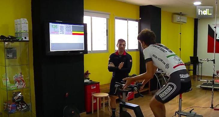 Investigadores del departamento de Educación Física y Deportiva de la Universidad de Granada han diseñado un modelo que permite fabricar bicicletas personalizadas a cada usuario, con el objetivo de mejorar su rendimiento deportivo y evitar lesiones. Un método pensado para ciclistas profesionales y también amateurs que adapta la herramienta a la persona.