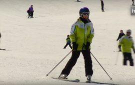 La sevillana Lucía Utrilla ha llegado a lo más alto del esquí alpino nacional. Con gran esfuerzo, la joven ha logrado ser campeona de España de esquí alpino adaptado. Lo hizo al conseguir la medalla de oro en la prueba celebrada en Cerler. Anteriormente en otras citas del campeonato de España había conseguido la plata en Habilidades en Andorra en 2014 y el bronce en la misma categoría en Sierra Nevada en 2010. En el Trofeo Santiveri 2014 consiguió la medalla de plata en Discapacidad Intelectual y el Premio a la Mejor Progresión Deportiva de la temporada. Lucía Utrilla tiene autismo; sin embargo, y gracias a su trabajo personal y al apoyo de su familia, la joven ha conseguido demostrar que las barreras siempre pueden derribarse.