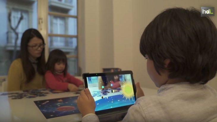 Utilizar las nuevas tecnologías como gancho para que los niños utilicen juguetes tradicionales, en este caso los puzles. Es la idea de Imaginar, una empresa almeriense única en España en desarrollar y comercializar puzles de realidad aumentada. Los niños hacen sus puzles y después a través de una tablet o teléfono móvil éstos cobran vida y pueden acceder a un sinfín de contenidos digitales divertidos y educativos.