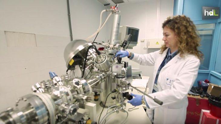 Investigadores de la Universidad de Málaga, en colaboración con la Universidad de Buenos Aires, han desarrollado un sistema que evita la generación de bacterias en superficies de plástico de uso sanitario. Las posibilidades de contagio en hospitales disminuyen con la utilización de este procedimiento.