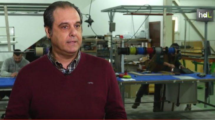 Eugenio Sánchez es ingeniero y CEO de la empresa Irconfort. Su historia como emprendedor está muy relacionada con la crisis. En 2006 sintió que todo se le venía abajo y decidió comenzar de nuevo apostando por la innovación. Comenzó a desarrollar un sistema de calefacción por infrarrojo lejano que permite ahorrar hasta el 70 % del consumo energético. Tras años de investigación, sus productos viajan a buena parte de América Latina y Europa.