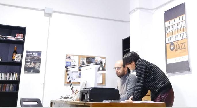 El Parque Científico y Tecnológico Cartuja, con sede en Sevilla, es una de las entidades que coordinan en Andalucía el programa Erasmus para emprendedores impulsado por la Unión Europea. Está dirigido a jóvenes emprendedores con una idea de negocio. Reciben la oportunidad de aprender de empresarios más experimentados del mismo sector pero que desarrollan su actividad en otros países europeos. Es un intento de trasladar el éxito del Erasmus para estudiantes al ámbito de la empresa.