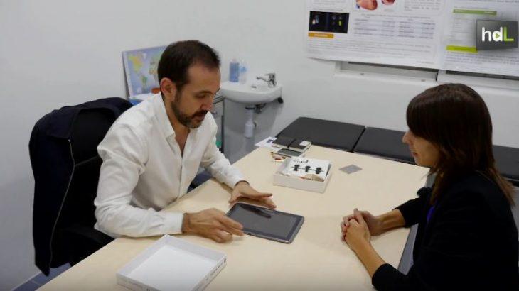 Un investigador de la Universidad de Jaén forma parte del equipo multidisciplinar que ha creado la spin-off Health Engineering para comercializar una aplicación informática útil en la detección precoz de la esclerosis múltiple y la predicción de síntomas de la enfermedad. Lo hace analizando la dimensión fractal de los datos que muestran las resonancias magnéticas. La aplicación creada por el equipo liderado por Francisco J. Esteban permite diagnosticar la enfermedad antes de la aparición de las primeras lesiones o cómo avanzará en un plazo de hasta dos años.