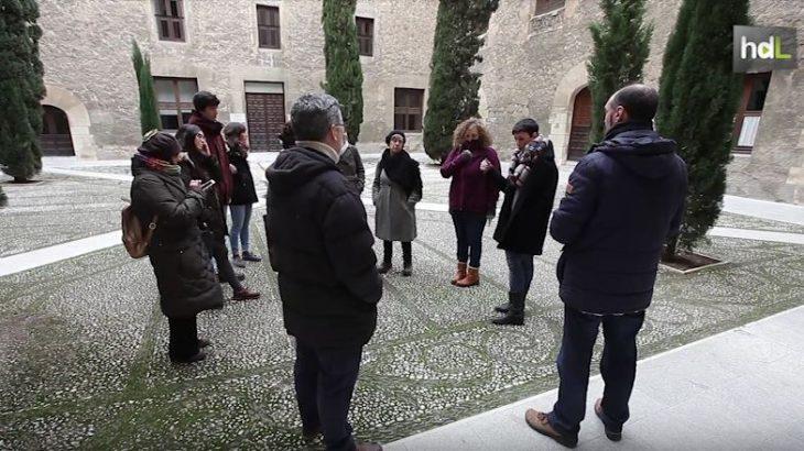 El Secretariado de Patrimonio de la Universidad de Granada y la Oficina de Software Libre han ideado una serie de visitas al patrimonio universitario que se complementan con acciones y talleres. De este modo los visitantes se convierten en altavoces que difunden ese patrimonio a través de herramientas como Wikipedia y las redes sociales.