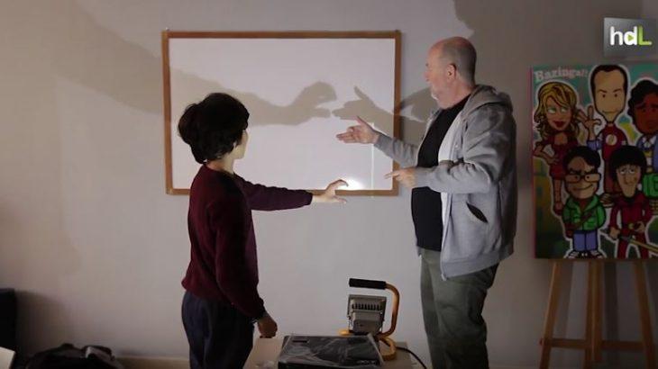 'La magia del cine'. Así se denomina el proyecto educativo que impulsan desde Minichaplin en Málaga de la mano de su creador, Kike Díaz. A través de talleres enseñan a los más pequeños de un modo divertido cómo leer y contar historias con imágenes y sonidos. Pretenden que los niños sepan lo que hay al otro lado de las pantallas.