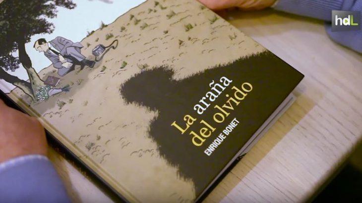 'La araña del olvido' es una novela gráfica que habla de las peripecias de un escritor norteamericano, Agustín Penón, que llegó a Granada en 1955 para intentar esclarecer el asesinato de Federico García Lorca. Enrique Bonet se sirve el tebeo para acercarse a un personaje y a una época.