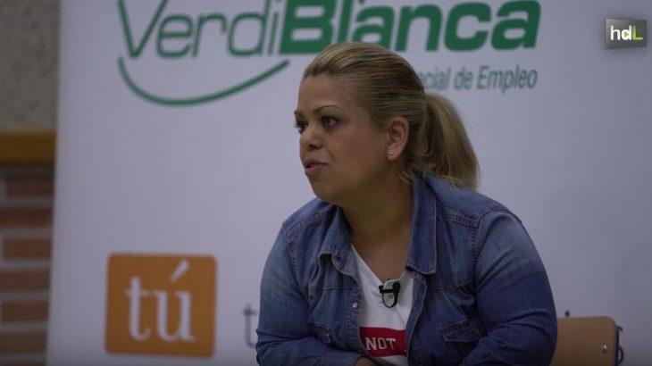 """La asociación de personas con discapacidad Verdiblanca de Almería ha puesto en marcha la campaña de sensibilización """"Vidas en las aulas"""" con la que acerca el día a día de personas con algún tipo de discapacidad a un millar de alumnos. El objetivo es enseñarles a ver la discapacidad desde otra perspectiva, la de sus protagonistas, con el fin de hacer una sociedad más solidaria, empática y que respete lo diferente."""