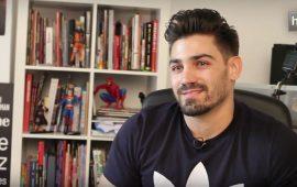 Nació en Cádiar (Granada), en la Alpujarra. Con 30 años Jorge Jiménez es uno de los dibujantes de Superman para DC Comics. El granadino está al frente ahora de una nueva serie para esta editorial de cómics estadounidense, en la que da vida al hijo de Superman. Antes de llegar a DC participó en cómics como 'Transformers' y 'Jurassic Park'.
