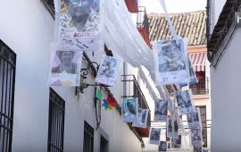 Los vecinos de la Calle Imágenes de Córdoba hacen de su vecindario una galería de arte urbano cada año. Durante el mes de mayo, mayores y pequeños participan en crear y exponer elementos artísticos y mensajes sobre alguna temática de contenido social elegida entre todos. Aúnan así la expresión artística y las reivindicaciones ciudadanas en un mes donde cordobeses y turistas pasean de patio en patio por el casco histórico de la ciudad.